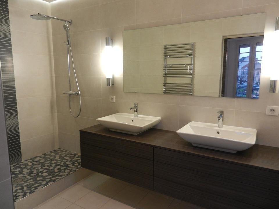 Salle de bain menuiserie monmaurt brive for Revetement mural sdb