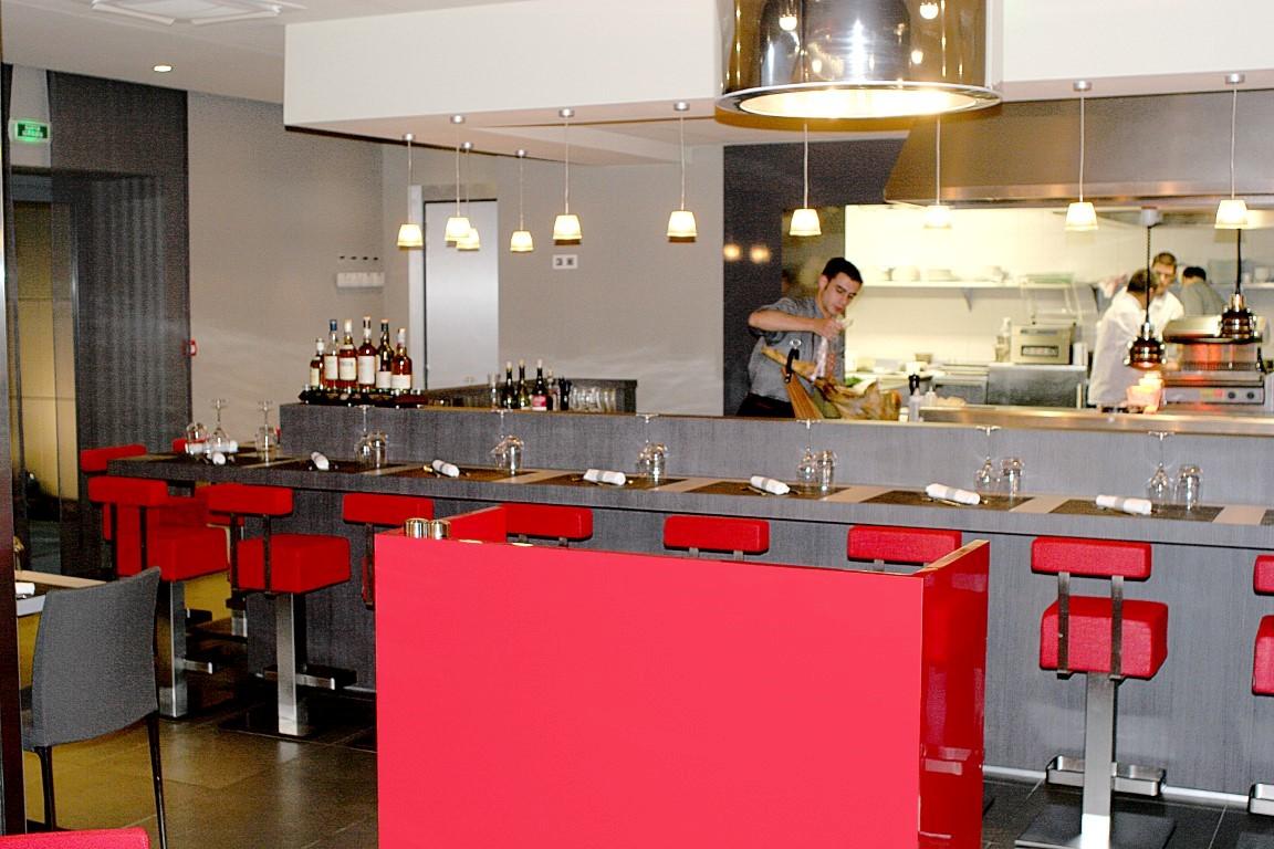 Bar chateau de lacan brive menuiserie monmaurt brive for Simulateur agencement cuisine